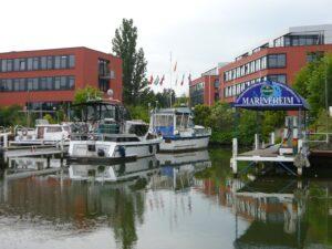 Port dla jachtów na rzece Niemcy