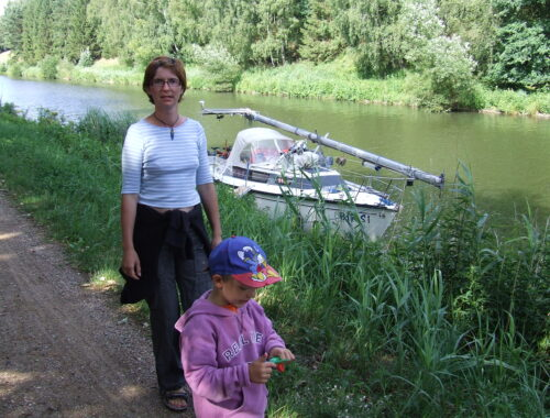 Postój jachtu na kanale