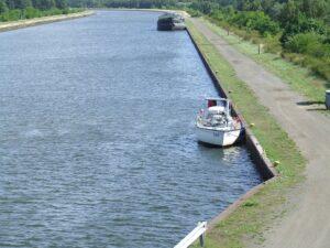Liegestelle Jacht w Kanale Niemcy